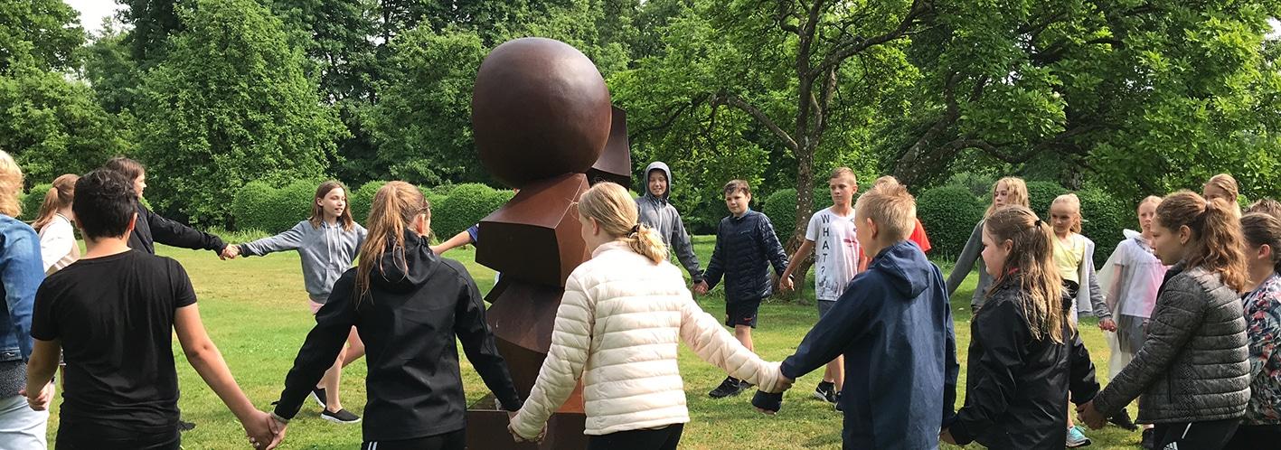 På opdagelse i skulpturparken på egen hånd